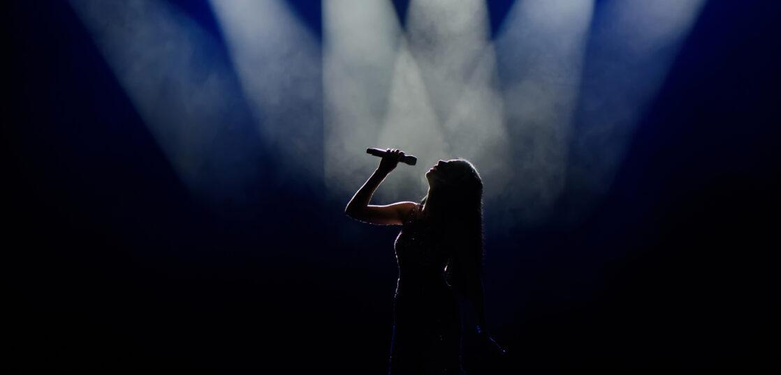 【2021年版】日本の女性アーティストランキングTOP3|人気・歌唱力の高さ別に紹介!
